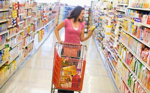269c8-woman-shopping-at-a-grocery-store-crop-xlarge